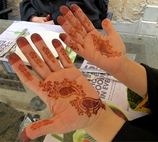 Henna Traditions In Qatar Sandra S Garden